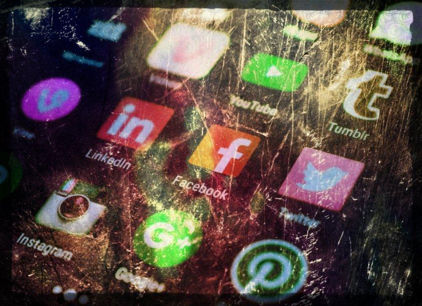 Biais de communication des réseaux sociaux